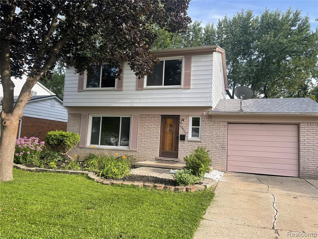 Nice North Oak Park Colonial! Awards Winning Berkley Schools! House features 4 bedrooms 2.5 Bath. Spacious and Bright Living room. Family Room with Natural Fireplace and Doorwall to the patio. Kitchen with dining room area. Hardwood floors throughout. (could be under the laminate as well). Finished basement with recreation room and laundry area. A large Private backyard is one of the biggest in the area. It's fully fenced and provides seclusion and privacy. The roof is 2 years old. House has been freshly painted. Walking distance to restaurants, shopping, and places of Warship.