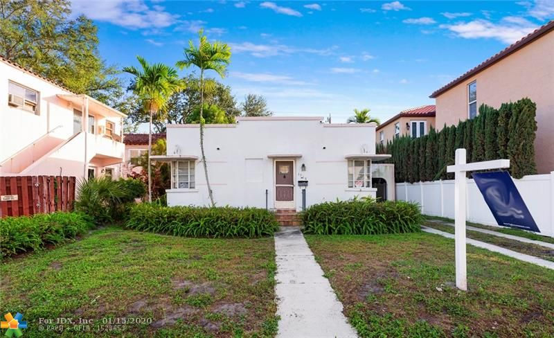 GREAT LOCATION, RENOVATE OR BUILD LOT SIZE IS 50 X 110. PRIVATE BACK YARD. LOTS OF LANDSCAPING.  ONE BLOCK TO LAS OLAS. GREAT OPPORTUNITY.