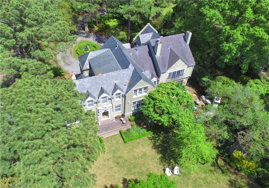 Master craftmanship meets coastal elegance in this spectacular Lochhaven waterfront home!