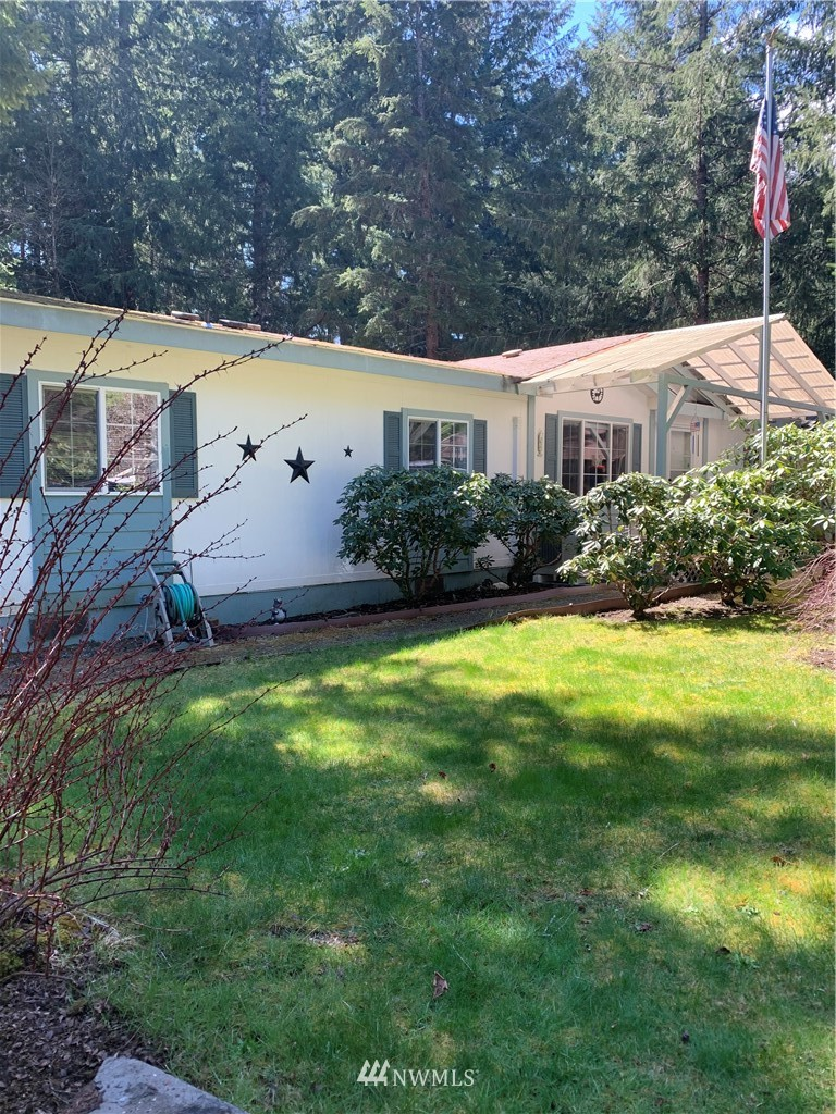 Wonderfully maintained 3bd/2ba home on level, stunning & manicured High Valley 7 lot.   Outbuildings, garden space beautiful forestry and wildlife surrounds, absolutely stunning property. Amenities include family and adult swimming, golf and so much more.