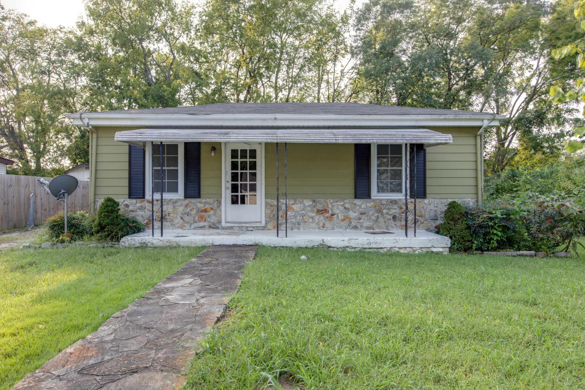 Awesome Opportunity in downtown Franklin!  Calling ALL Fixer Uppers & Builders!  Here is your chance to build or remodel in downtown Franklin!  Level Lot ~ Not in historic overlay ~ Wood floors