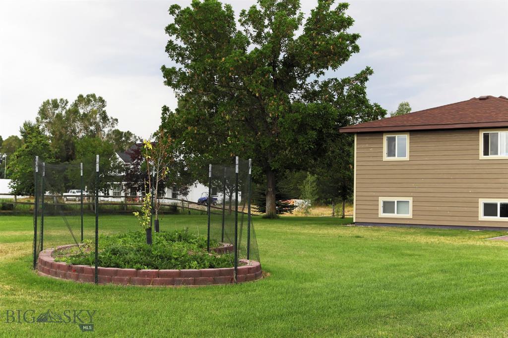 105 Deerfield Lane