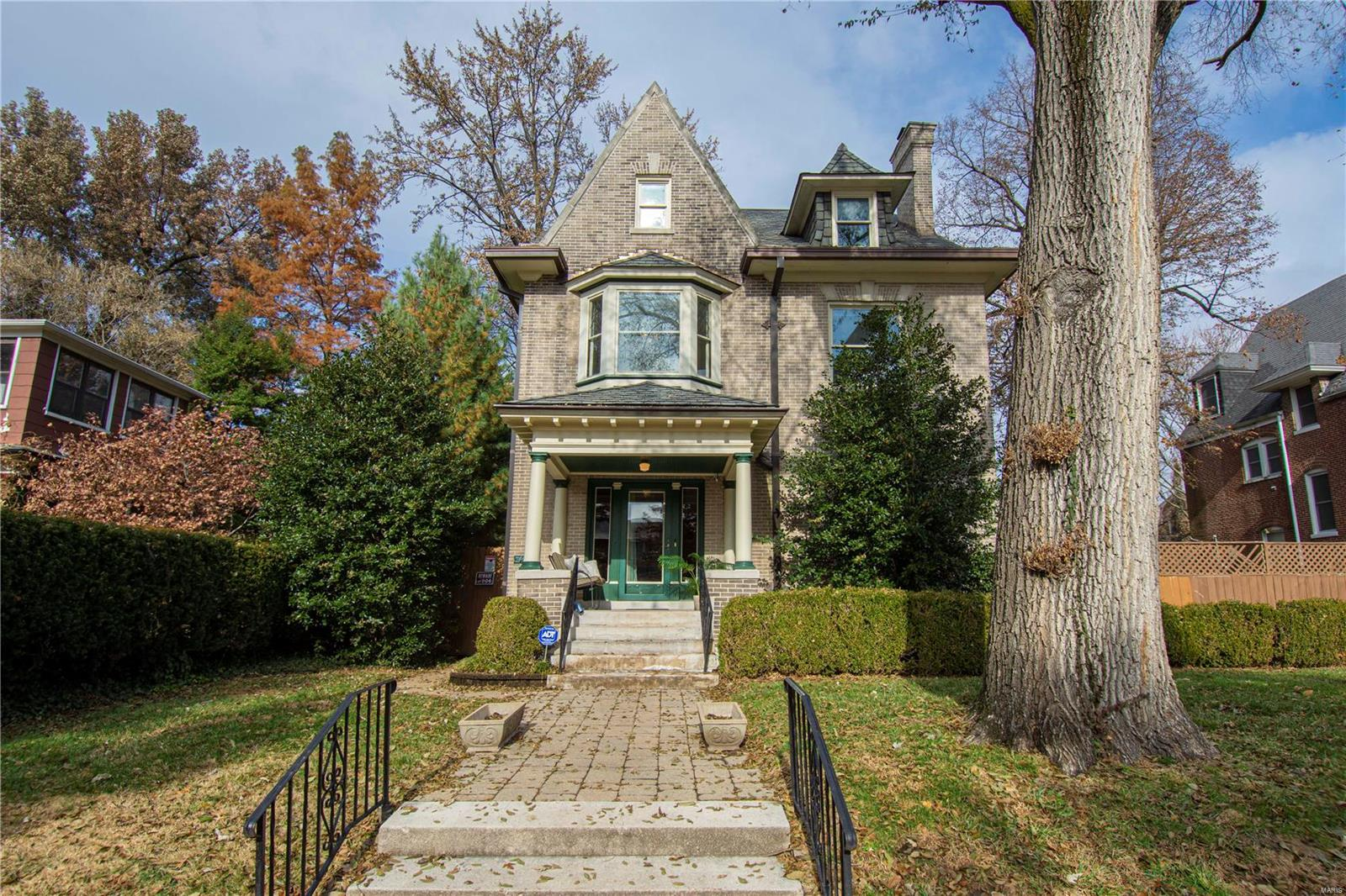 3145 Russell Boulevard, St Louis, MO 63104