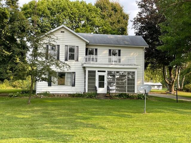 This Farmhouse on 5 acres has plenty of space for the family and plenty of barns for your stuff.  Great property in Spring Arbor Township and Concord Schools.   Would be the perfect place for a hobby farmer or some young 4H'rs and their livestock projects.