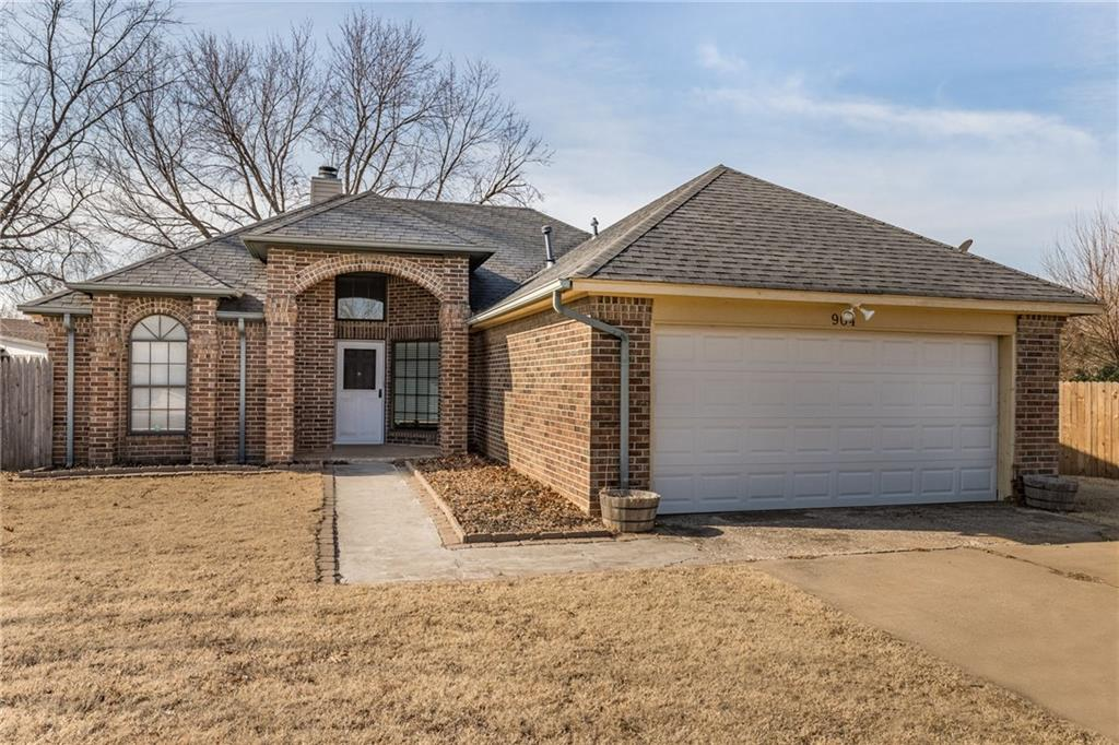Beautifully updated home in Eagle Cliff. Features 3 bedrooms (in-law plan) and 2 full bathrooms. The kitchen/dining/living are all open. High ceilings and designer plant ledges add character to this cozy home. Huge lot with covered patio with ceiling fans and a shed and separate sitting area.