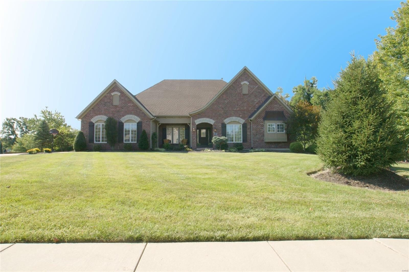 18238 Canyon Forest Court, Chesterfield, MO 63005