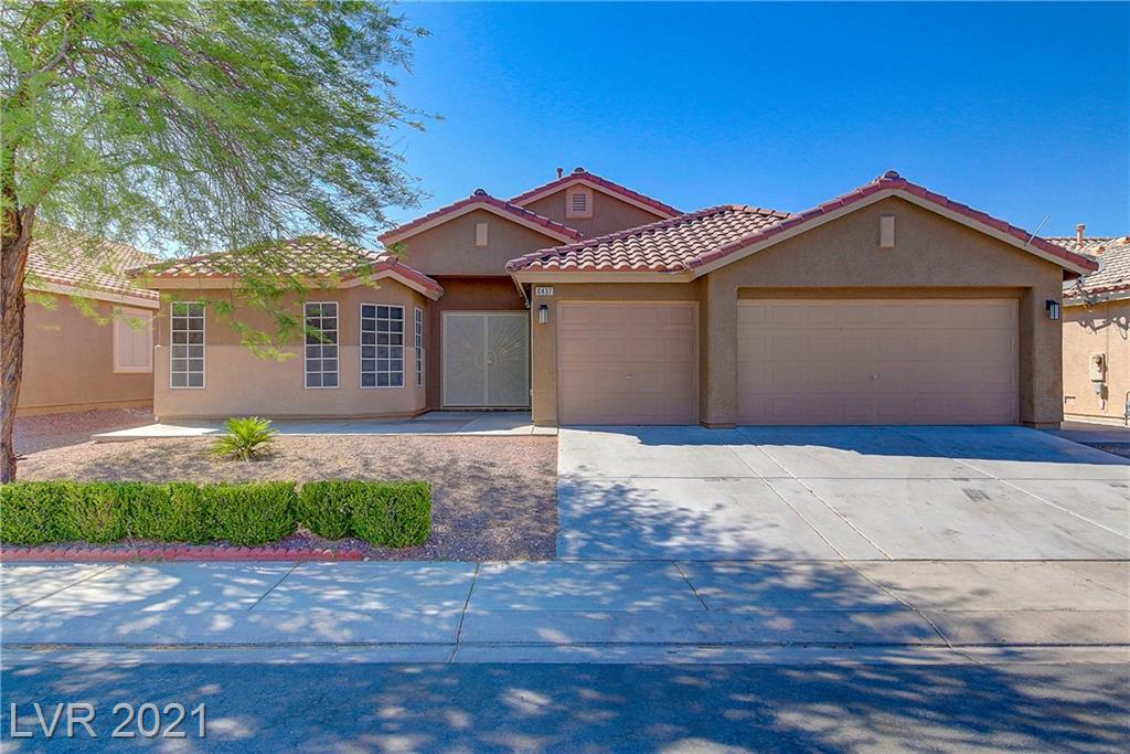 BEAUTIFUL ONE STORY, OPEN FLOOR PLAN FROM KITCHEN/LIVING/DINING, 4BED/2BATH HOME, OVER 2000+ SQ.FT., W/POOL, FRESH PAINT, REFINISHED COUNTERS AND CABINETS, NEW CARPET IN SECONDARY BEDROOMS, ALL STAINLESS STEEL APPLIANCES IN KITCHEN. READY FOR MOVE IN NOW!