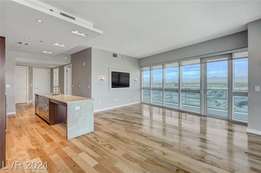 Stunning strip/city/mtn views from this 1bd/1ba residence. Martin building amenities include the library lounge, Range Rover car service, resort style pool with day beds and grilling areas and one of the best gyms in Las Vegas high-rise. The Martin is located just steps from CityCenter, Cosmo and Bellagio.