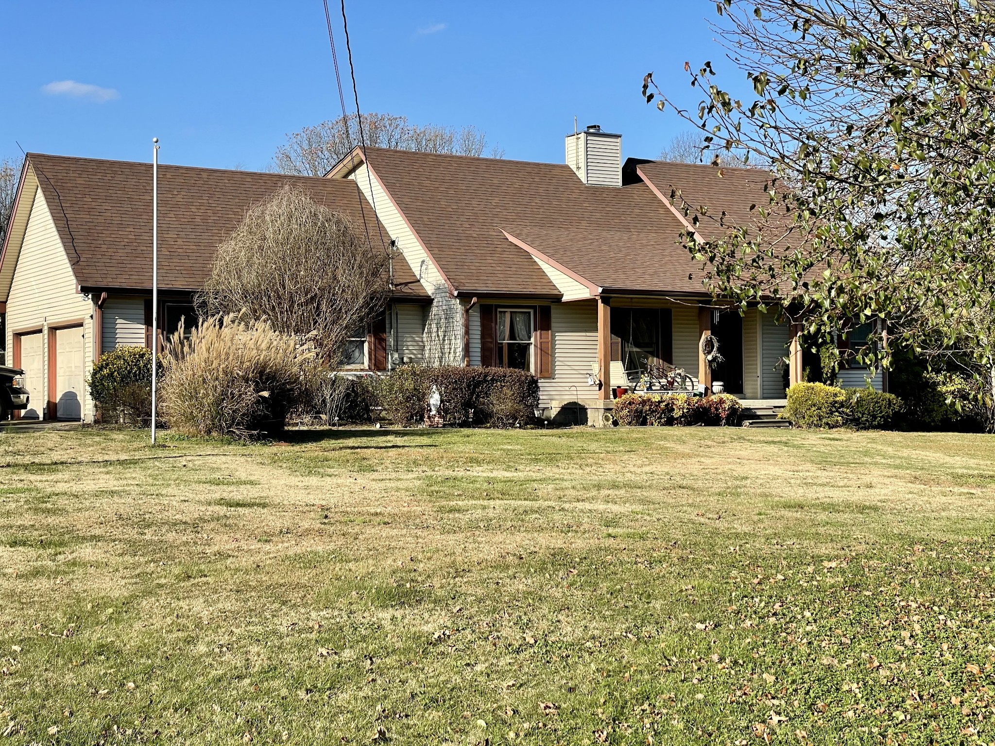 Are you looking for a private retreat in your next home? This home and 4.71 acres has it! Country living close to shopping. Custom built home features Master down, 2 Bedrooms up. Massive Den.  Separate 40X24 Garage/Workshop, beautiful trees.  30 min to Nashville, 5 min to Publix & Walmart, 30 min to Franklin.  Gorgeous Estate behind back yard. Sold AS-IS