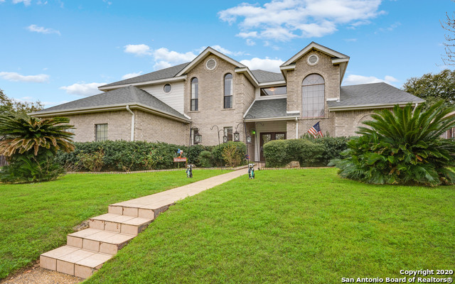 Great family 5-3.5 home on corner lot with a pool. Close to schools, shopping and expressways.Large family room and sun room, perfect for a home office, playroom or exercise room. Large covered patio in back overlooking the pool in a very private backyard.