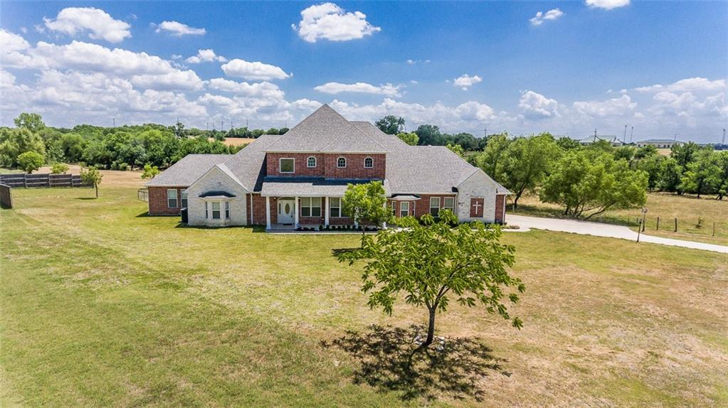 AMAZING COUNTRY PROPERTY IN ROCKWALL!!! HUGE FAMILY ROOM WITH GORGEOUS STAIRCASE AND OPEN TO KITCHEN! GOURMET KITCHEN FEATURES SS APPLIANCES, DOUBLE OVEN, AMPLE CHERRY CUSTOM CABINETS ADORNED WITH RICH GRANITE! STUDY AND FORMAL DINING! ENORMOUS MASTER SUITE WITH HUGE SOAKING TUB AND SEP SHOWER WITH DUAL SINKS AND WALK IN CLOSETS! UPSTAIRS ARE LARGE SECONDARY BEDROOMS AND HUGE GAMEROOM WITH MEDIA ROOM ATTACHED! TRAY CEILINGS, CAN LIGHTING AND CROWN MOLDING THROUGHOUT! FENCED YARD WITH OUTDOOR KITCHEN AND PATIO COVER WITH BALCONY ABOVE TO WATCH THE STUNNING SUNSETS!