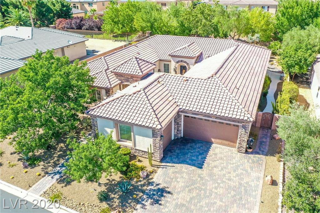 INCREDIBLE FIND IN GATED NW COMMUNITY! RARE 3500+SQFT 1 STORY W/ 3 CAR GARAGE, 5 BEDROOMS, AND POOL SIZE LOT! THIS BEAUTY SHOWS PRIDE LIKE NO OTHER. AS YOU ENTER THIS SPRAWLING HOME, YOU ARE GREETED WITH A PANORAMIC VIEW OF THE LOVELY YARD THROUGH A WALL OF WINDOWS! THIS HOME FEATURES: AN INCREDIBLE OPEN FLOOR PLAN W/ PLENTY OF ENTERTAINING SPACE, FORMAL LIVING/FORMAL DINING, CHARMING COURTYARD, & SEVERAL COURTYARD ENTRANCES SO YOU CAN ENJOY IT FROM EVERY CORNER OF THE HOME!  2 BEDROOMS HAVE THEIR OWN ATTACHED FULL BATHS & THE OTHER 2 SECONDARY ROOMS HAVE A JACK AND JILL BATH. EVERY HOME NEEDS A KITCHEN TO CALL EVERYONE HOME AND THIS MASSIVE KITCHEN FITS THE BILL! WITH AN ISLAND MADE FOR COMPANY, THIS BEAUTIFUL KITCHEN HAS: GRANITE COUNTERS, SS APPLIANCES, DOUBLE OVENS, CABINETS FOR DAYS, BUILT IN WORK STATION, & LARGE EAT IN NOOK.THIS BEAUTY HAS NO ON BEHIND SO YOU CAN ENJOY THE SERENE YARD UNDER THE LARGE COVERED PATIO OR FIRE PIT AREA IN PEACE! THIS CHARMING HOME WON'T LAST LONG!