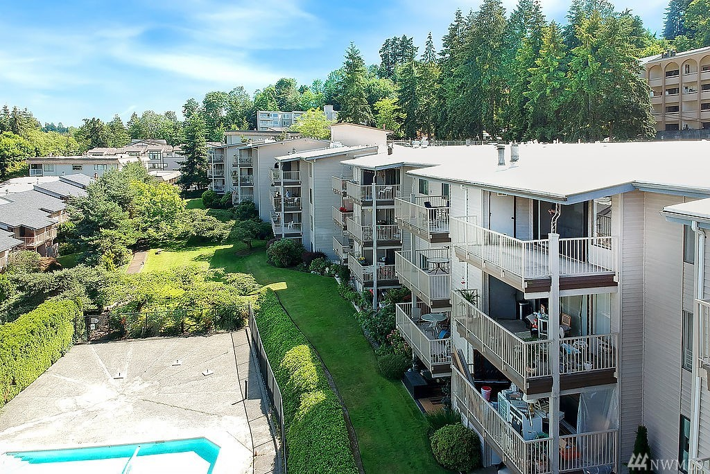 Top-floor condo located in bustling Downtown Mercer Island. Unit has been updated throughout and has territorial views from the balcony. Awesome open floor plan is great for entertaining guests and features a built in mini-bar and fridge. Unit has vaulted ceilings and complex has pool access. New high-end appliance package.