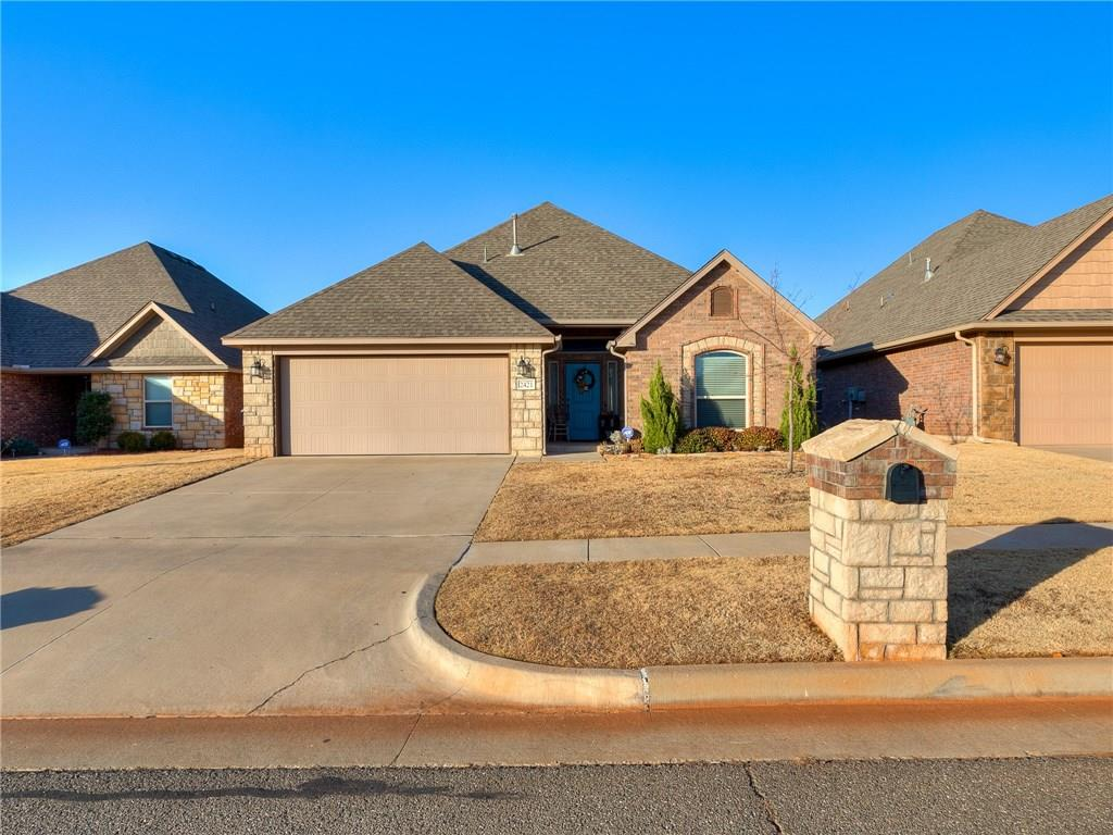Beautiful home located in Skyler's Court addition. Open floor plan with center island in kitchen. Gas fireplace,  walk in pantry, granite counter tops, and custom cabinets. The master bath has double vanities, walk in shower, and separate soaking tub. Covered backyard patio, sprinkler system, and storm shelter.