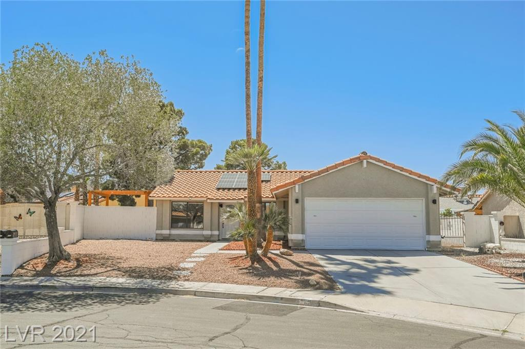 1 story, 3 bedroom, 2 bath 2 car garage NO HOA in Henderson with a POOL! Heritage park is walking distance from the property!  Fully renovated home, quartz counters, stainless steel appliances!  Move in ready!  This one will not last long!