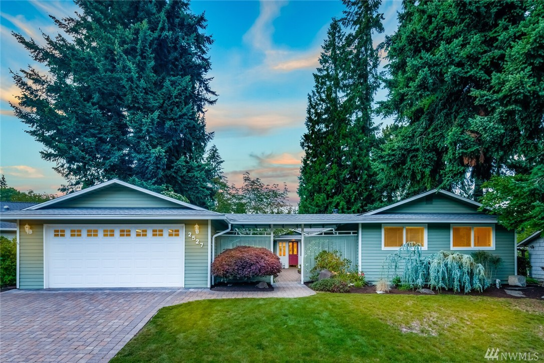 Welcome to this light filled rambler with stunning golf course view through floor to ceiling windows. An entertainer's dream with large chef's kitchen, open living and dining area and outdoor patio over looking the 8th hole and 9th tee. Master suite features custom closets and updated bath with heated floors. Custom built-in cabinetry & hardwood floors. Kitchen has plenty of room for large gatherings & stainless steel appliances. Brae Burn Golf Community is a 9 hole par 3 with clubhouse & pool.
