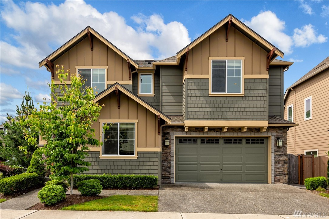 Sophistication meets functionality in this perfect Murray Franklyn EAST facing home in highly sought after Greystone community! 2015 built Whitney floorplan features a bedroom w/ bath & an office on the main level, plus 4 bedrooms & a bonus room upstairs. Additional highlights include floor to ceiling windows, vaulted ceilings, a spa like master bath, skylights, extensive hardwood floors, granite counters, A/C and a fully fenced easy to maintain backyard with a gazebo! Incredible value!