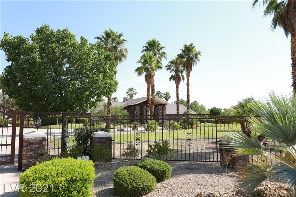 TONS AND TONS OF ROOM CUSTOM SINGLE STORY SITUATED ON 2.24 ACRES BEHIND YOUR OWN PRIVATE GATE. HOME FEATURES CIRCULAR DRIVE WAY, PORTE COCHERE, FANTASTIC FLOOR PLAN, LUTRON LIGHT SYSTEM, TRIPLE CROWN MOLDING T/O, CHERRY WOOD CEILINGS, HICKORY WOOD FLOORING, STONES IN GRT RM FROM SO AFRICA, AND 2 MASTER SUITES. SITUATED ON THE PRIVATE LOT IS A GAZEBO, WATERFALL, BUILT-IN BBQ AREA WITH FIRE PIT AND BEAUTIFULLY LANDSCAPED.  WELCOME HOME!!