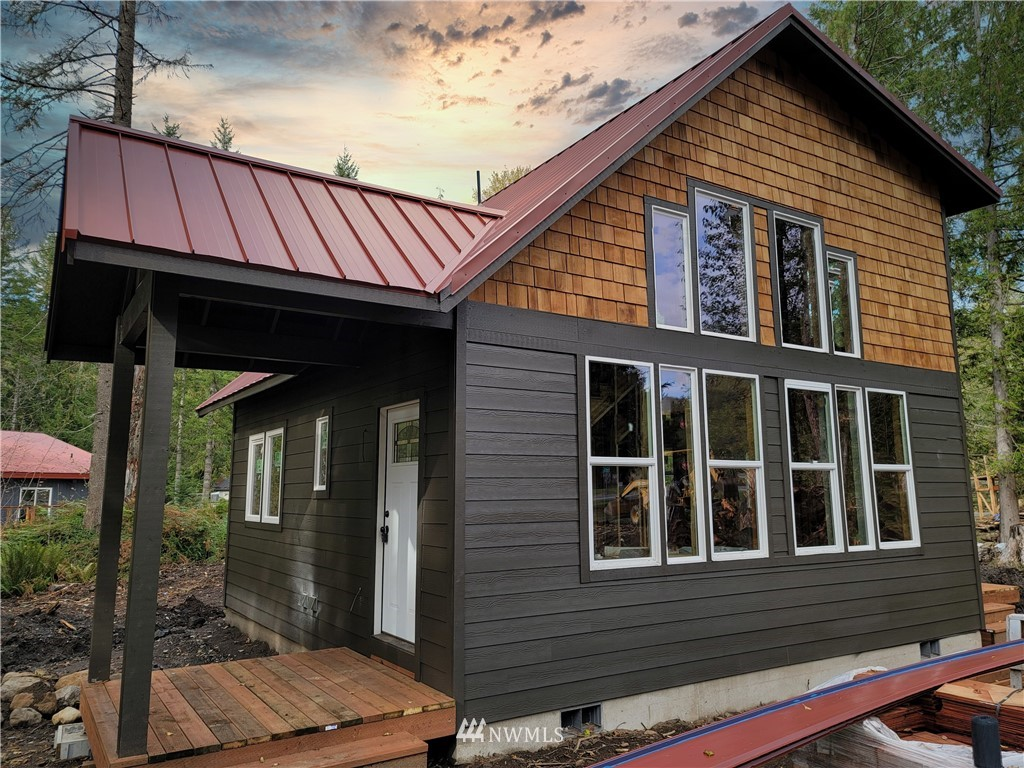 New pre-sale Construction, Cozy cabin at the base of Mount Rainier, Buy now and spend Christmas in your brand new 2 bedroom cabin. Ashford is at the base of Mount Rainier and close to lots of local activities, Hiking, skiing, fishing, community lake for swimming and lots more. Great vacation getaway or possible vacation rental. come see it today.