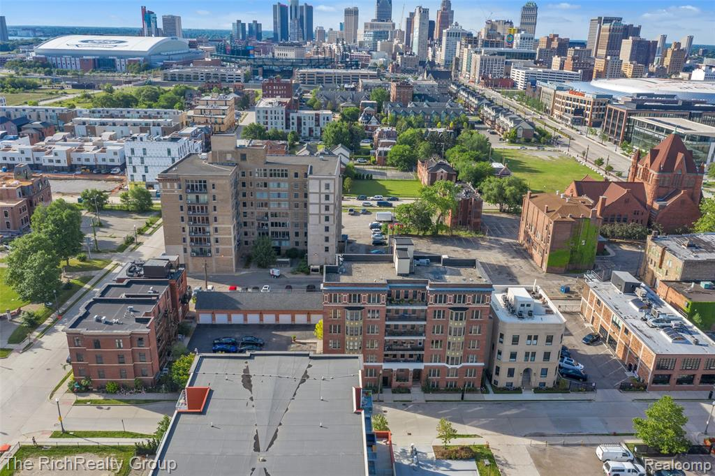 If you are looking for a prime location in Detroit, it doesn't get any better than this! Situated in the city's desirable Brush Park neighborhood, this hip condo is near everything you need to live the city life. Its interior is stylish and features an open floor plan, gorgeous exposed brick accent walls, rustic pillars, and stainless steel appliances in the kitchen. You'll find the bedroom to be perfect for relaxation and ample closet space. Other noted features include in-unit washer/dryer, personal garage, gated parking, secure electronic keyless building access, brand new central air and a new tankless water heater. One of the BEST features of this unit perhaps is the view of the Detroit skyline. Located near Second Best, Grey Ghost, Bakersfield, Whole Foods, Midtown, Downtown and much more. Check it out today!