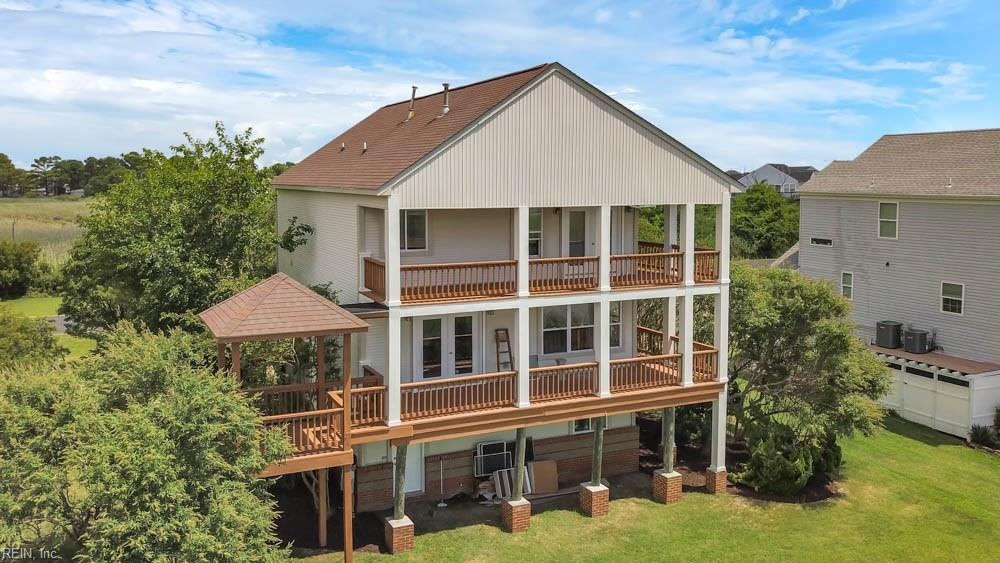 Views of not only the pond but the Chesapeake Bay as well from this 3 bedroom home in Riley's Way!  Hardwood flooring, garden tub, dual zone heat gas fireplace in family room.