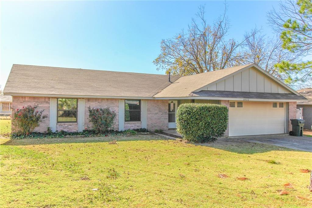 A really nice home near schools and shopping. Great neighborhood!