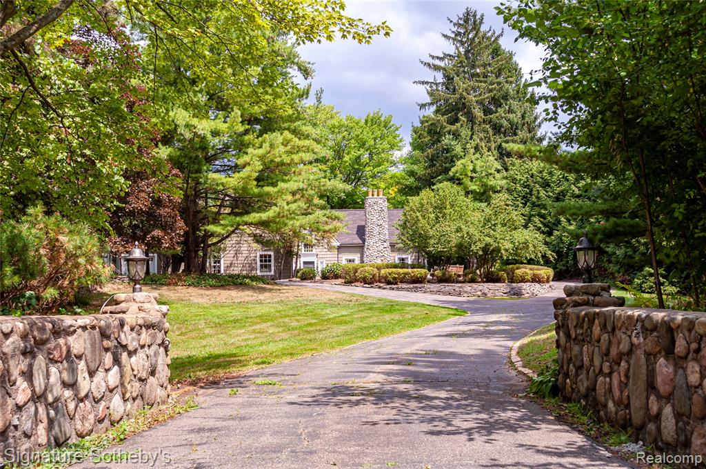 Beautiful 1920's Upscale Cottage, Hardwood Floors, Plaster Walls, Stone Fireplaces, Boathouse w/Upstairs Recreation Room & Fireplace, Screened Porch for Sitting Outside Bug Free. 3BR/3BA/3.5 Car Gar/3,250 Sq Ft., New Roof (3 months old), 25' X 15' Attic Room could be 4th Bedroom. Home has not been lived in for 10 years but taken care of. Home is sold fully furnished. Comfy Cozy.