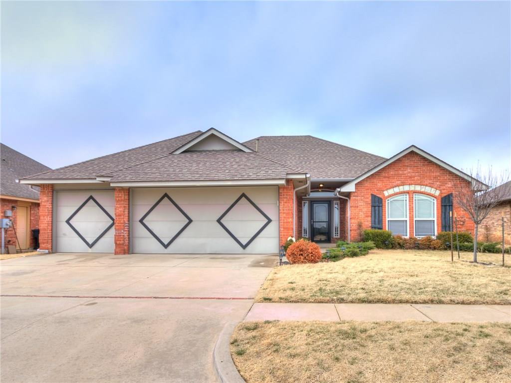 MOVE-IN READY HOME IN DRAKESTONE ADDITION, BOASTING WONDERFUL WOOD FLOORS, DECORATIVE CABINETRY, STAINLESS APPLIANCES, GRANITE COUNTERTOPS, TALL CEILINGS, GENEROUS MASTER CLOSET, BONUS SUNROOM WITH HEAT AND AIR AND MORE.