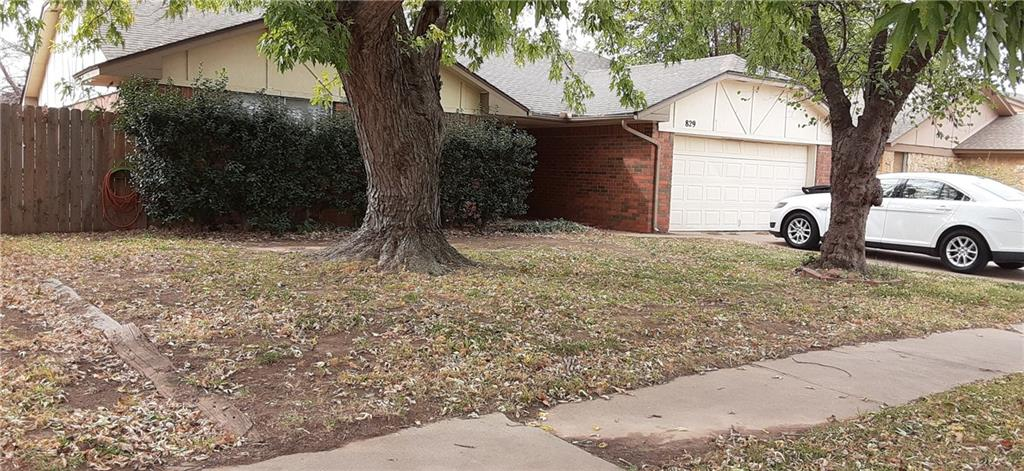 Open spacious floor plan.. huge closets... nice  sized clothes and Lots of  potential.