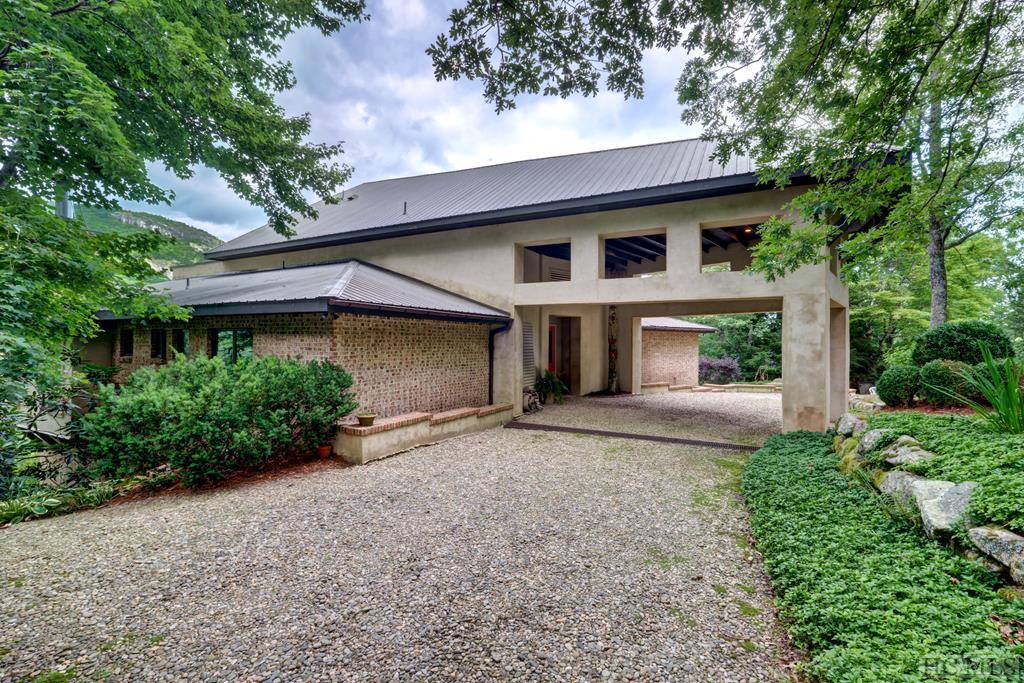 976 Brushy Face Road, Highlands, NC 28741