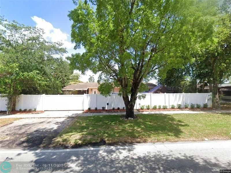 GREAT STARTER HOME OR INVESTMENT PROPERTY .3/2 MOVE IN READY OVERSIZE LOT W POOL, UPDATED KITCHEN AND BATHROOM , TILE FLOOR , SCREENED PATIO FACING THE POOL ROOF WAS REPLACED 8 YEARS AGO. showings Tuesday  02/23/2021 between 4pm and 5pm