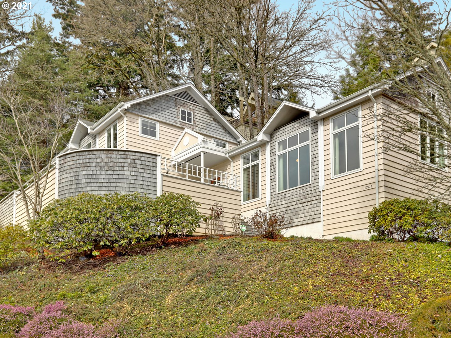 One owner custom home with views of Marquam Trails, cul-de-sac location & full southern exposure. Expansive sunny deck. This 3 bdrm, 2 bth home w/high ceilings is light & airy. Great room w/fireplace, wall of windows, den/office w/built-ins, kitchen w/eating area. Main level bdrm & bath. Upper level has primary suite, bdrm #3. Tile, bamboo floors, clean lines, pristine condition. Dbl garage, lots of storage, driveway parking, super quiet setting.