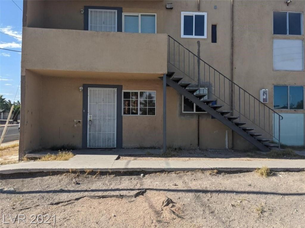 Very Nice Downstairs 2 bedroom unit with tile floors throughout. Spacious living room and nice size bedrooms. Located next to schools, shopping and freeway access.