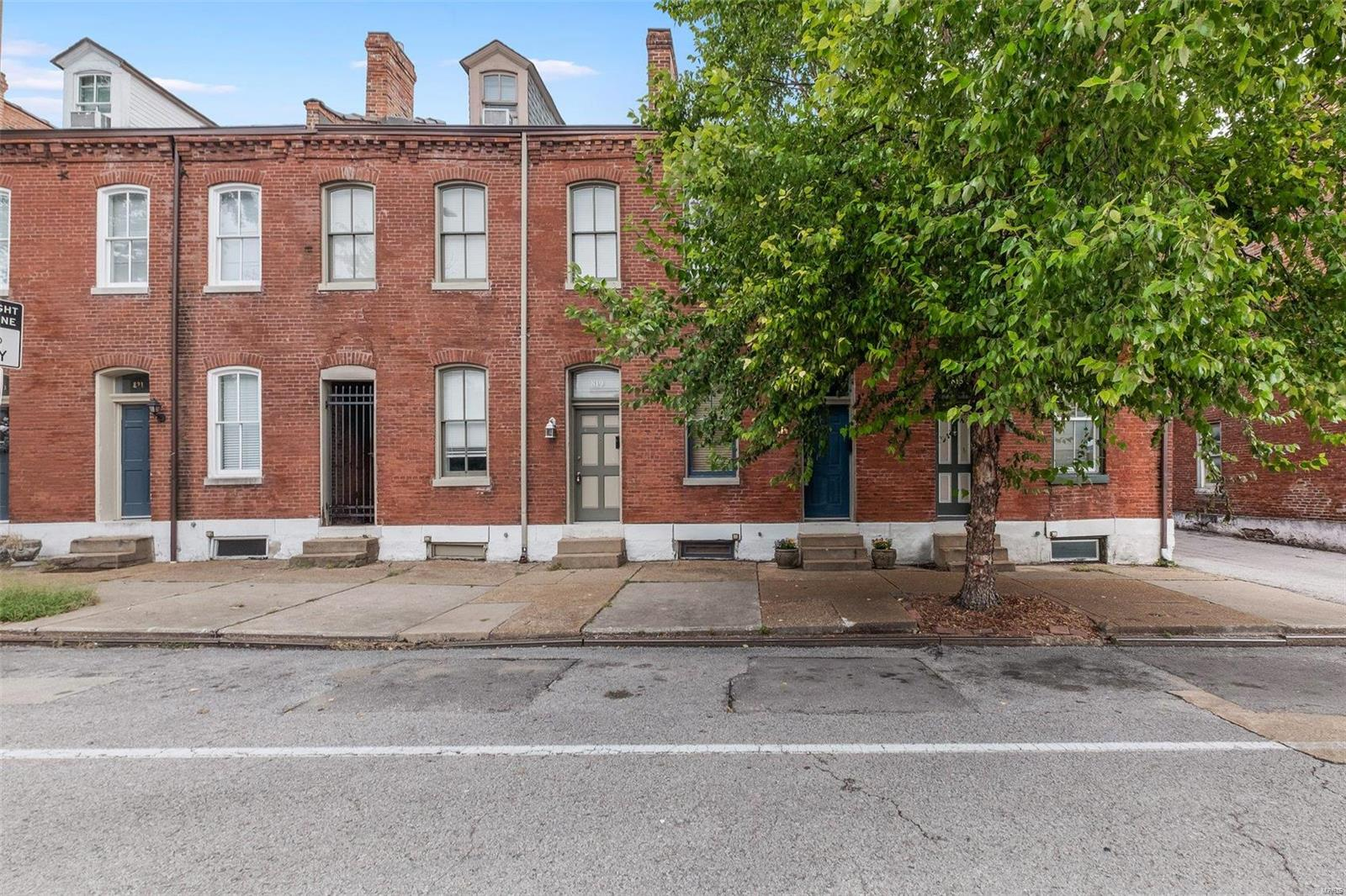 817 Russell Boulevard, St Louis, MO 63104