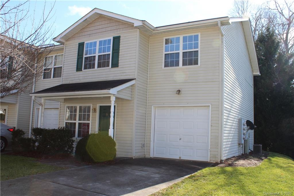 Stafford Crossing! Nice end unit. Recently updated kitchen with new configuration that others don't have. Quality cabinets, soft close doors, granite counters, newer appliances, high quality laminate floor on main level except for tile in laundry and bath. New paint, carpet--move in ready.  Agent owned unit.