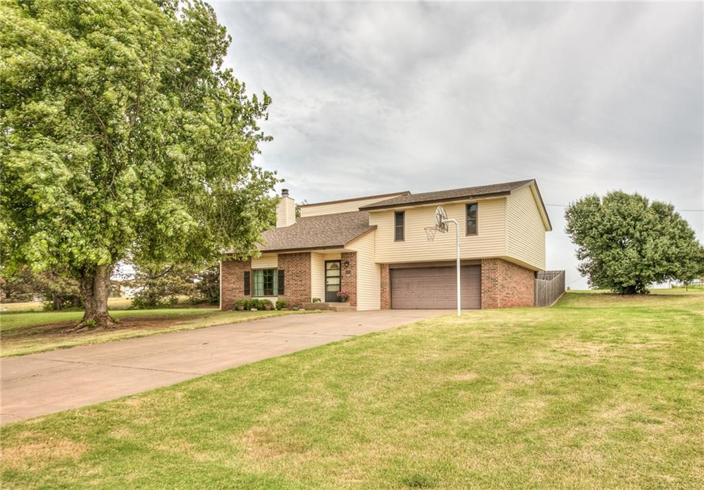 Rare opportunity to own 1+ acre. Quit Friendly Acres Sub area offers country atmosphere with the convenience of being minutes from town, while in the Weatherford School District. Upon entering the home you are met with an open railed cedar staircase that leads to your large spacious sunken living room with vaulted ceilings & a stunning floor to ceiling cedar faced fireplace. Living space is open to the upper level cedar railed loft / 2nd living area; giving the home a airy & spacious feel. Granite counters in kitchen with wood look tiled flooring, tumbled tile backsplash, stainless steel appliances & spacious kitchen dining. Upper level offers all 3 bedrooms, 2 bath & 2nd living area. Spacious bedrooms with master offering a walk in closet & oversized single vanity bath. In addition to the 1+ Acre lot is the oversized wood deck that the 2nd living and master bedroom both have access to. This is a fabulous space to watch sunsets or just enjoy your morning coffee.