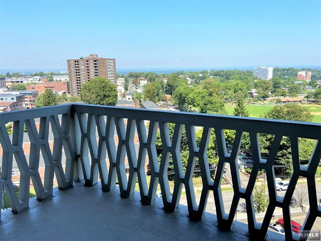 Bright and airy one bedroom, 1 bath condo unit with west view facing balcony. Kitchen with stainless steel appliances. Hardwood flooring throughout spacious living room and dining area. Sliding glass doors open up to walk out balcony. Parking assigned after closing.