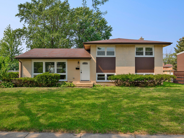 104 Michael Manor, Glenview, IL 60025