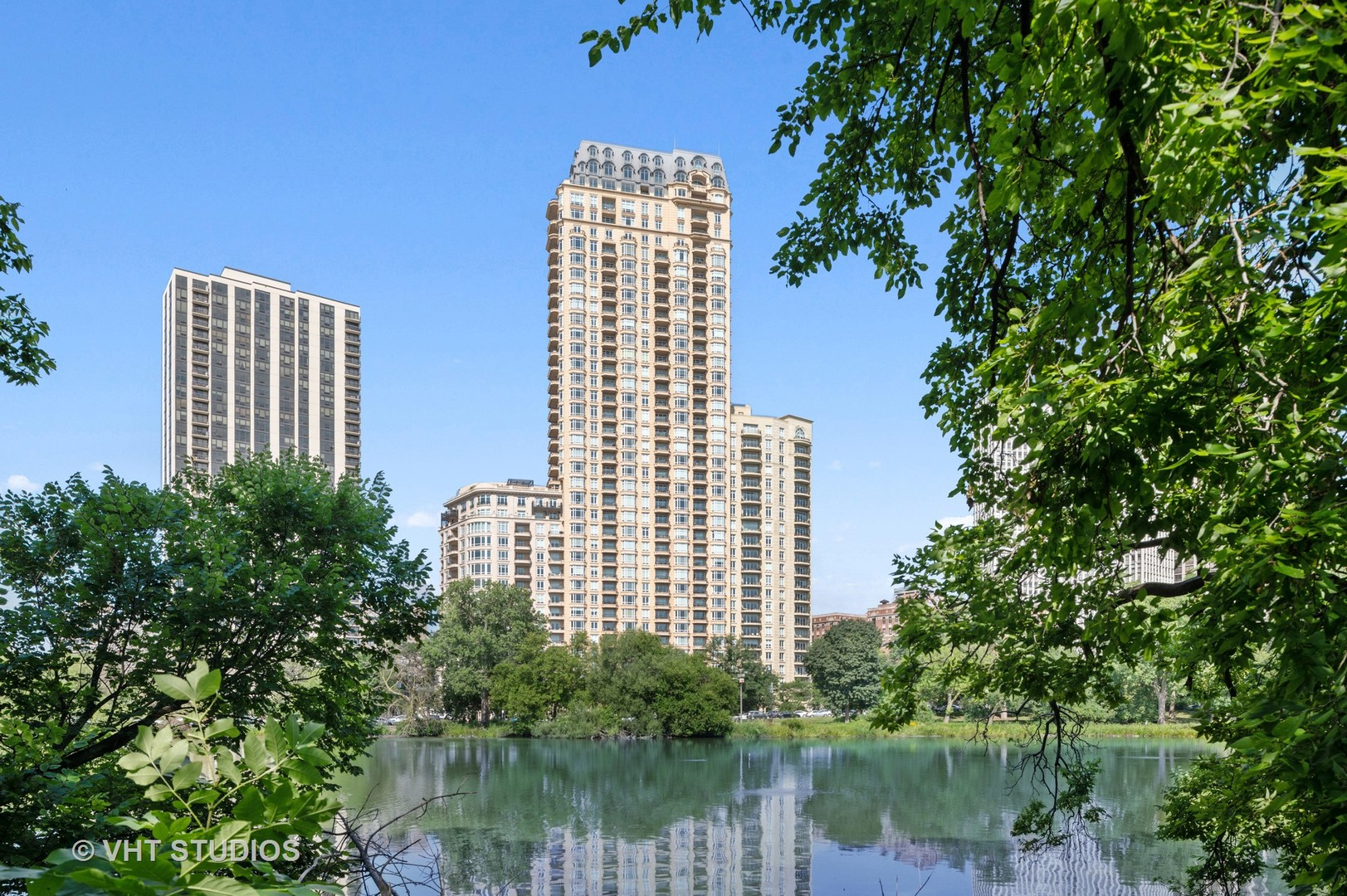 2550 N Lakeview Avenue N1701, Chicago, IL 60614