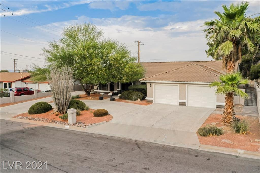 RECENTLY RENOVATED TO ADD MODERN TOUCHES TO THIS BEAUTY! ~ 3 BED, 2 BATH ~ SINGLE STORY HOME WITH 2,049 SQFT OF LIVABLE SPACE!  CIRCULAR DRIVEWAY WITH 2.5 CAR OVERSIZED GARAGE WITH AN ADDITIONAL GOLF CART SIDE GARAGE AND RV PARKING! LARGE 12,197 SQFT LOT!!  NO HOA!!  STEP INTO THIS BEAUTIFUL CUSTOM HOME FEATURING AN OPEN FLOOR PLAN PERFECT FOR ENTERTAINING.  THE GORGEOUS KITCHEN FEATURES WHITE SHAKER CABINETS, COMPLIMENTARY BACKSPLASH AND ALL SS APPLIANCES.   THE GREAT ROOM FEATURES A BRICK FIREPLACE PERFECT FOR THOSE COLD WINTER NIGHTS.  STEP OUT INTO THE ENTERTAINERS DREAM BACKYARD WITH COVERED PATIO AND BUILT IN BBQ ~ SO MUCH SPACE TO MAKE YOUR DREAMS A REALITY.  SEE THIS ONE TODAY ~ IT WON'T LAST LONG!
