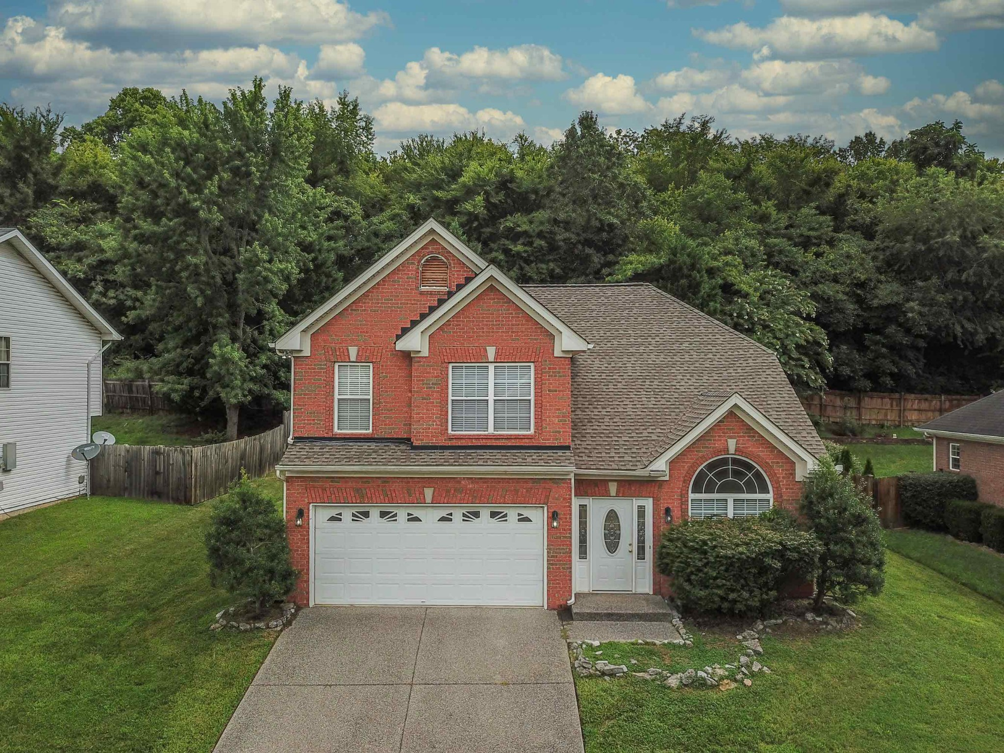 If carpet is not your thing you will enjoy the new flooring throughout. This home boasts cleanliness and brightness! Enjoy living within blocks of Old Hickory Lake. Boat ramp right around the corner. Location is everything ! Move in ready.