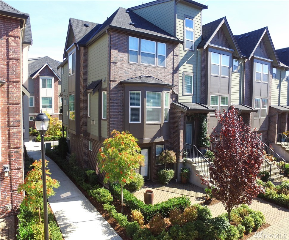 This Brownstones 4-bed with Bonus Room Penthouse in Issaquah Highlands is a Show Stopper!! The spacious entertaining floor plan is exactly what you've been waiting for. Designer upgrades throughout will dazzle anyone who steps inside. Stroll to the beautiful Brick Plaza for every amenity imaginable. 1,500 Acres of Parks, open space & Community Gardens right in your backyard. A truly have-it-all lifestyle with no maintenance. Equipped with A/C. Bedroom downstairs doubles as a perfect home office.