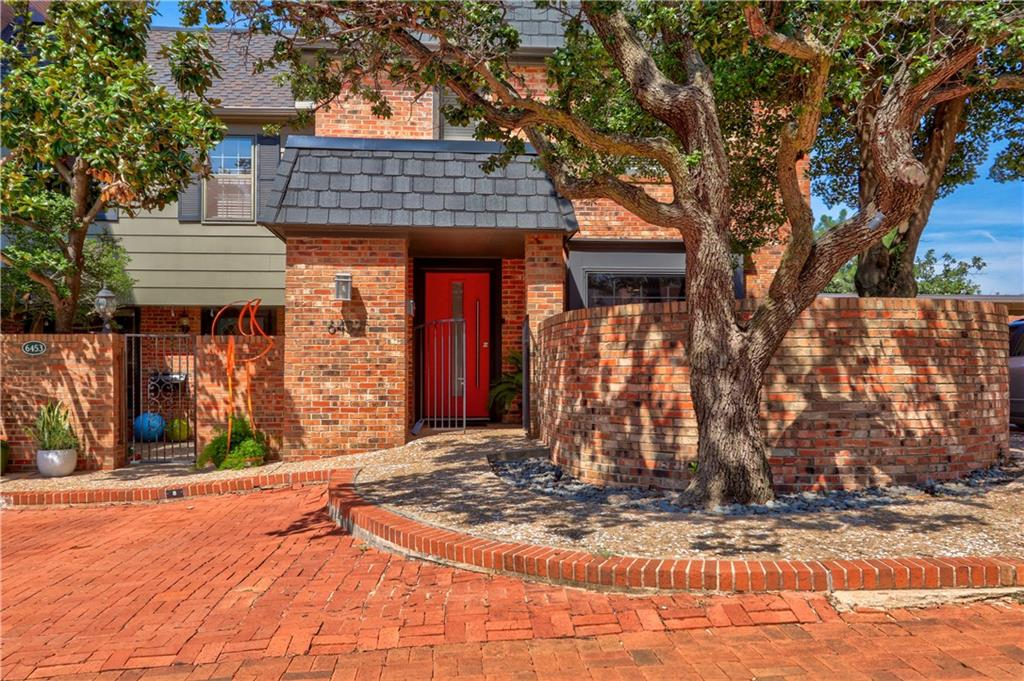 OPEN SUNDAY SEPTEMBER 19th 2:00-4:00 BUYER TO VERIFY SCHOOLS.  Beautifully updated townhouse on a corner lot in the charming gated community of Jamestown.  This townhouse is right in the heart of OKC with easy access to everything.  The open floorplan is light and bright with modern finishes. Updates include- new hvac in 2018, granite counters, backsplash, new stair rail, floating shelves, new trim, upstairs carpet and tile, new doors throughout, washer/dryer moved upstairs, hot water heater 2018, and barn door on master bath. Condo comes with two parking spaces. One of those is covered. Schedule a showing, you won't be disappointed.