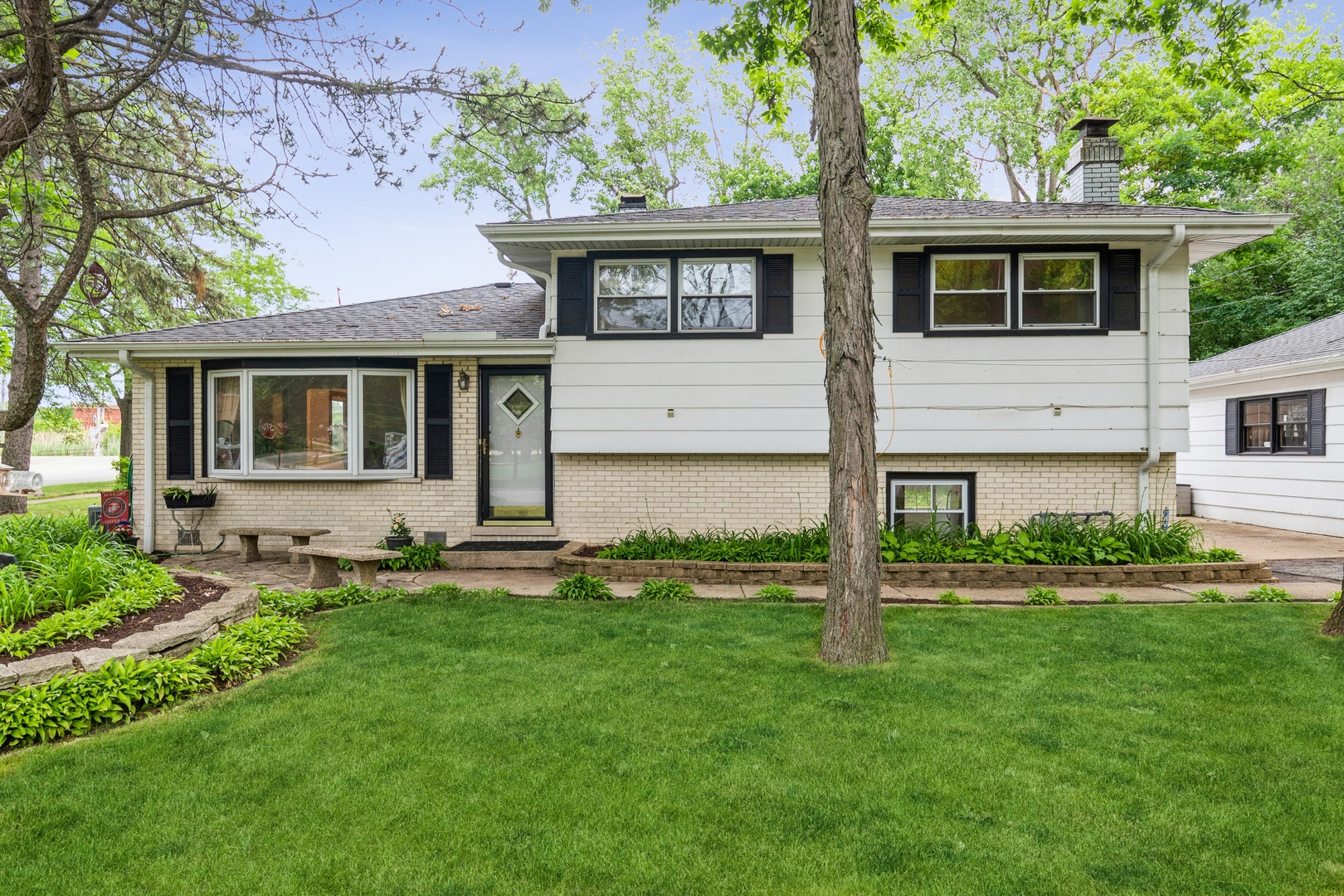 383 Barberry Road, Highland Park, IL 60035