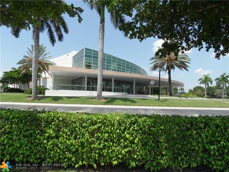SPACIOUS TWO BDRM WITH FAMILY ROOM AND LARGE KITCHEN. HIGH CEILINGS GIVE A GREAT OPEN FEELING LEADING TO YOUR OWN PRIVATE BACKYARD. NEWER ROOF,AIR CONDITIONER AND HOT WATER HEATER.  THE FEELING OIF A PRIVATE HOME WITH THE AMENITIES OF KINGS POINT. THIS IS A CHARMING VILLA WITH GREAT STORAGE AND ATTACHED GARAGE. YOU CAN EVEN BRING YOUR SMALL PET WITH YOU. THIS UNIT COMES WITH A PAID DEED TO THE CLUBHOUSE WHICH MEANS YOU GET  INDOOR/OUTDOOR POOLS, TENNIS, A FULLY EQUIPPED GYM, PROFESSIONAL THEATER WITH MOVIES AND SHOWS, BILLIARDS, CARD ROOMS AND MUCH MORE.
