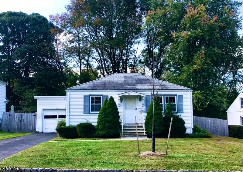 Charming home on level rectangular lot.  Quaint neighborhood close  to schools, park and town. Hardwood floors, new dishwasher and washer.  New wood fencing surrounds wonderful rear yard.