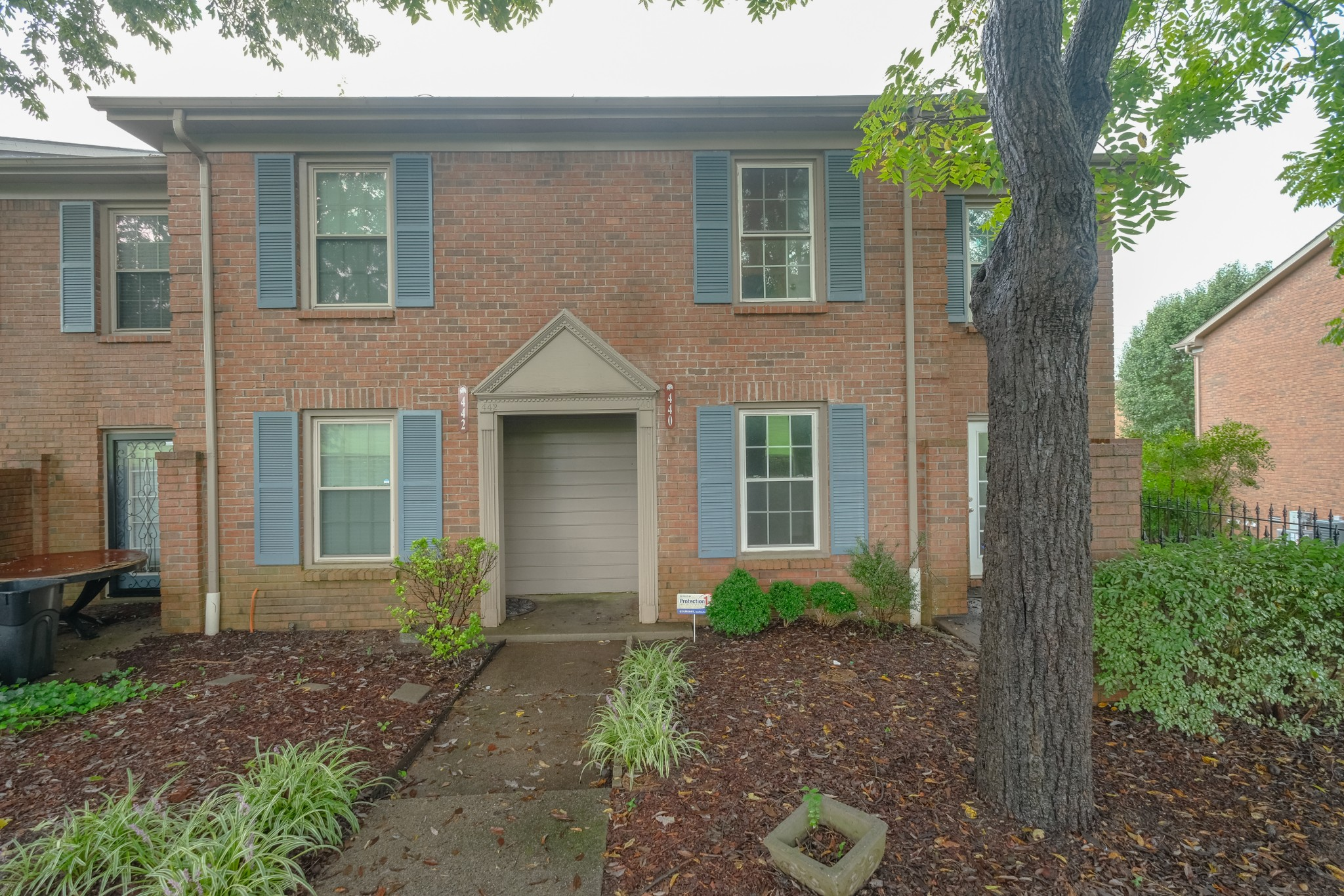 This wonderful end unit condo is conveniently located less than half a mile from I 40. This home has 2 bedrooms, 1.5 bathrooms and is located in Hickory Place. There are lots of hardwoods. Enjoy your own courtyard patio.