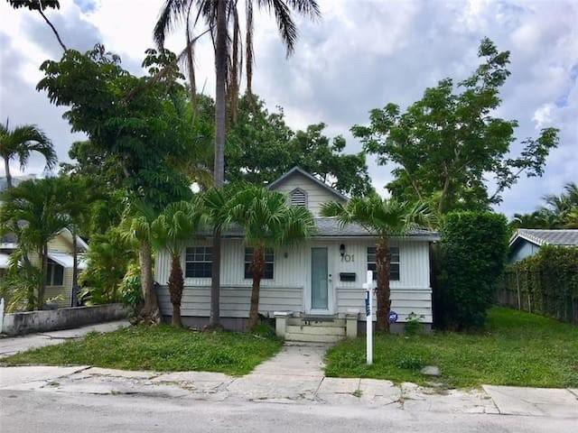 LOCATION LOCATION LOCATION! CHARMING 2/1 HOME IN DESIRABLE RIO VISTA NEIGHBORHOOD.  OFFERING CURRENT RESIDENTIAL INCOME WITH TWO SPACIOUS 1/1's IN THE REAR OF THE PROPERTY. OPPORTUNITY TO BUILD YOUR DREAM HOME.  ROOM FOR A POOL. MINUTES TO FORT LAUDERDALE AIRPORT, BEACHES, AND FAMED LAS OLAS BLVD.