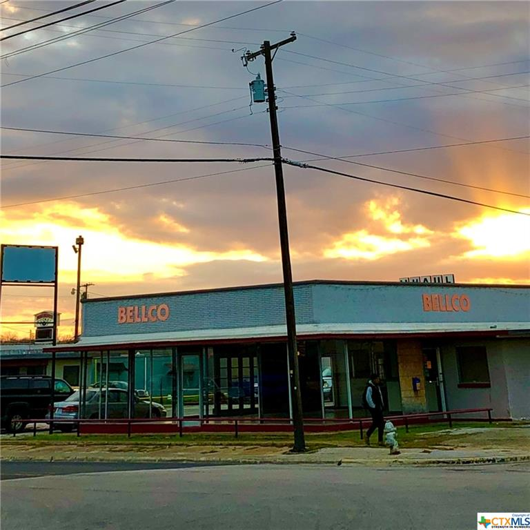 Access 4 Sides of City Block on Veterans Memorial Blvd 2 Hard Corners 22,499 VPD 1.03 AC 6 Bay Ground Level  4 Buildings with 9,945 SF 632' Street Frontage Redevelopment District 1.5 MI Fort Hood Military Base Excellent for Drive Thru, Convenience Store, Gas Station,  QSR