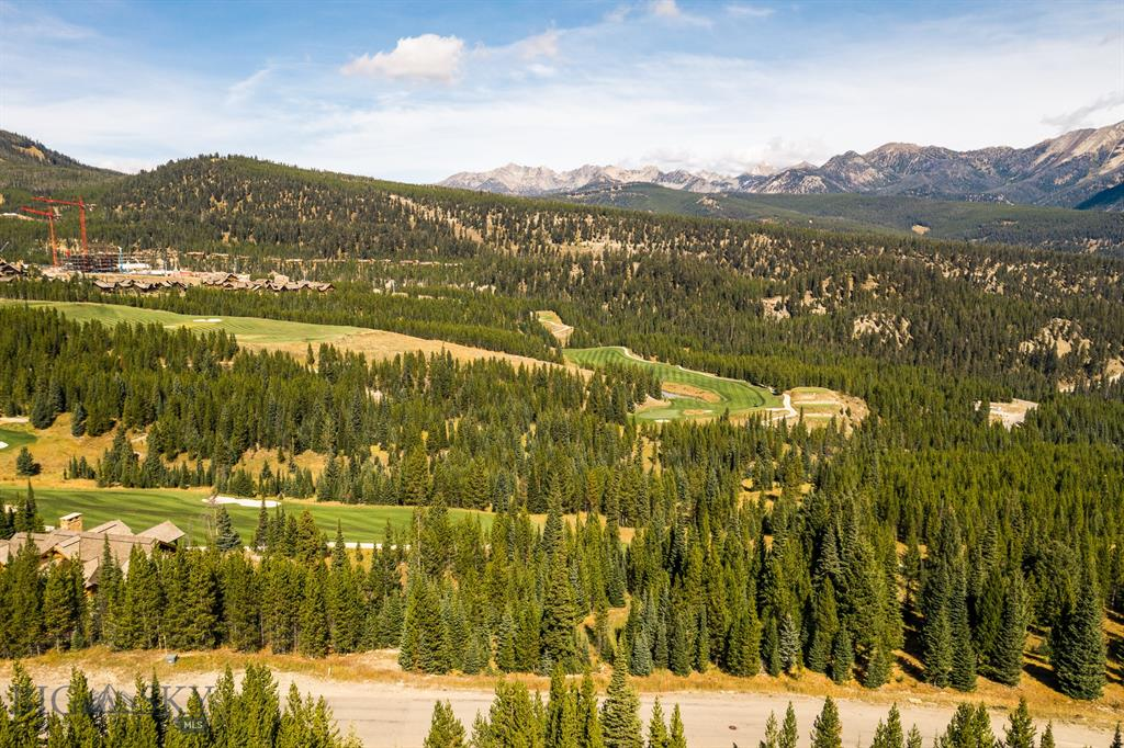 Located just half a mile from the Spanish Peaks Clubhouse, this stunning parcel of land offers unobstructed views of Lone Peak and the Spanish Peaks. Avid golfers will appreciate the proximity to the Club's breathtaking golf course designed by Tom Weiskopf.